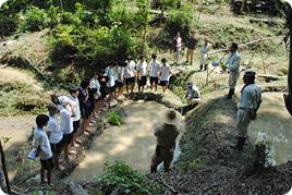 高校生環境実習で棚田の田植えを実施しました