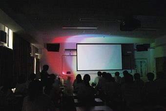 第4回SS出前講義「色と光と有機化学」を開催しました。