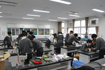 SS基礎「化学教室」を実施しました