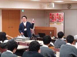 天理大学附属天理参考館で文化財の科学分析に関する学外サイエンス研修を行いました。